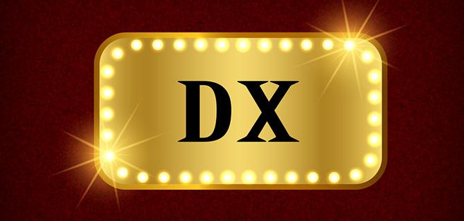 DXと書かれたきらびやかな装飾