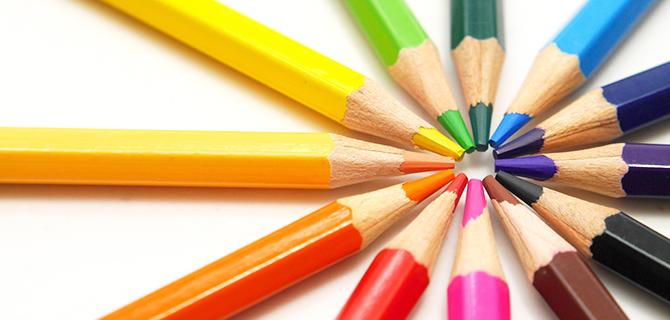並んだ色鉛筆